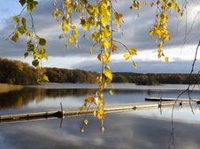 Free Wooden Dock On Lakefront In Autumn Stock Photography - 90279762