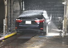 Free Car In Car Wash Royalty Free Stock Image - 90280476