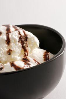 Free Vanilla Ice Cream In A Black Bowl Stock Photos - 9032123
