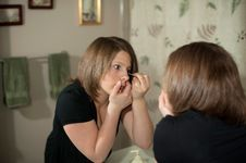 Free Putting On Makeup Stock Photography - 9035702