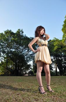 Free Beautiful Asian Woman In The Park Stock Image - 9039871