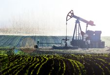 Free Pumpjack On Field Royalty Free Stock Photography - 90357037