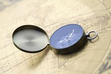 Free Old Compass Royalty Free Stock Photos - 9040828