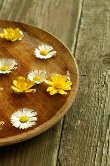 Free Bowl Of Water With Flowers On Wooden Stock Photo - 9041070