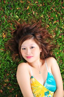 Free Beautiful Asian Woman In The Park Royalty Free Stock Photos - 9041508
