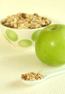 Free Muesli And Green Apple Royalty Free Stock Image - 9042126