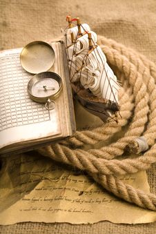 Free Old Compass And Rope Royalty Free Stock Photos - 9046258