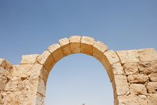 Free Ruins Of Ancient Stone Arch Royalty Free Stock Photography - 9046437