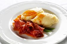 Free Baked Prosciutto With Potato Puree Royalty Free Stock Photography - 9046747