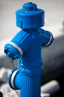 Free A Blue Water Hydrant Stock Images - 9048234