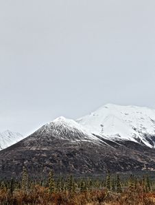Free Snow Covered Mountain Peaks Stock Photography - 90429212