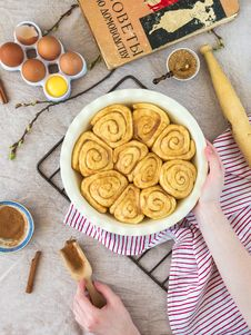 Free Cinnamon Rolls In Pan Royalty Free Stock Image - 90429246