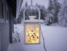 Free Lamp Covered With Snow Stock Photo - 90429380