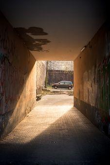 Free Black Minivan Across Brown Tunnel Royalty Free Stock Photos - 90489288