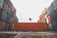 Free Athlete Jumping Over Containers Royalty Free Stock Image - 90490766