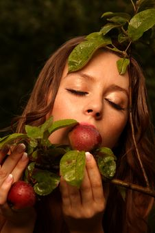 Free Woman Eating Apple Royalty Free Stock Images - 9054809