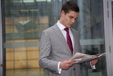 Free Man Reads Newspaper Royalty Free Stock Photo - 9058865