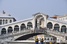 Free Grand Canal - Rialto - Venice Italy Venezia - Creative Commons By Gnuckx Stock Images - 90552644