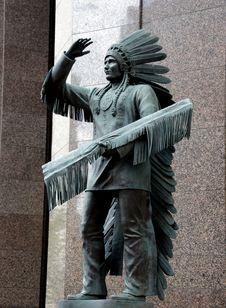 Free Sitting Eagle. Stock Photo - 90552830