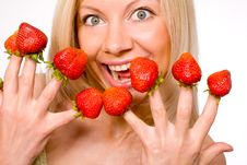 Free Strawberries Picked On Fingertips Royalty Free Stock Photography - 9064037