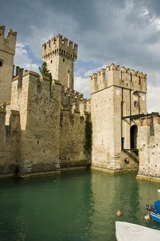 Free Sirmione Scaliger S Castle Royalty Free Stock Photos - 9066288