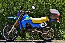 Free Blue And Yellow Suzuki Ts Stock Images - 90612174