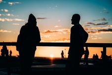 Free Couple Watching Sunset Royalty Free Stock Images - 90614279
