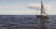 Free Yacht Sailing In The Mediterranean Stock Images - 90615164