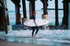 Free Surfer Walking Under Pier Stock Images - 90615254