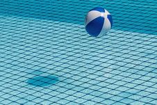 Free Beach Ball Floating In The Pool Stock Images - 90659944