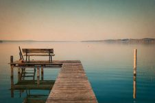 Free Wooden Dock On Waterfront Stock Photography - 90660622