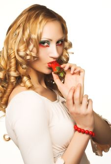 Free Portrait Of Pretty Blonde With Strawberry Royalty Free Stock Images - 9075459