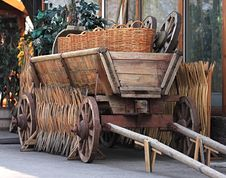 Free Age-old Russian Cart Stock Image - 9083971
