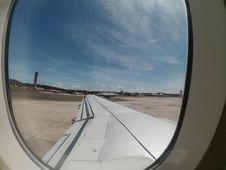 Free Plane On Aeroporto Internacional De Salvador Royalty Free Stock Photo - 90929895