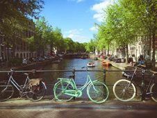 Free Cruiser Bikes Beside Bridge Stock Images - 90995254