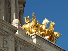 Free Golden Classical Statues Stock Images - 910274