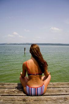Free Woman Meditating On Lake Pier Royalty Free Stock Photos - 911668