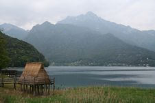 Free Primitive Thatched Hut In Italia. Royalty Free Stock Image - 915636
