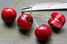 Free Juicy Sweet Cherry Royalty Free Stock Image - 918386