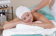 Free Lovely Lady In Massage Salon Royalty Free Stock Image - 9109136