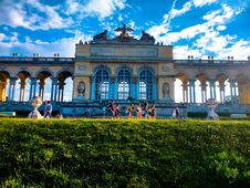 Free Tourists At Garden Monument Royalty Free Stock Image - 91054916