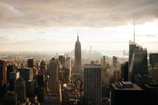 Free Cloudy New York City With Empire State Building Royalty Free Stock Photo - 91107005