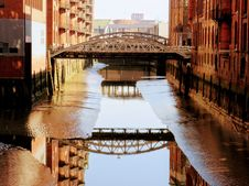 Free Bridge Reflecting In Canal Stock Photography - 91252802