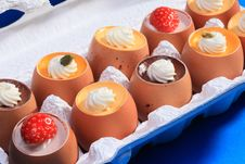Free Puddings In Eggshells Royalty Free Stock Photography - 91520477