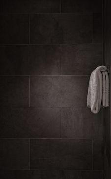 Free White Bathroom Towel Beside A Gray Ceramic Tiled Wall Stock Photo - 91664130