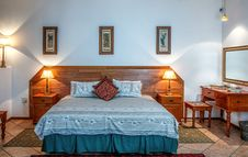 Free Classic Bedroom Stock Photography - 91665192