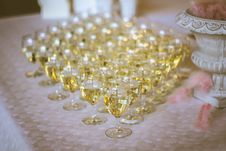 Free White Wine In Wine Glasses Royalty Free Stock Photos - 91666568