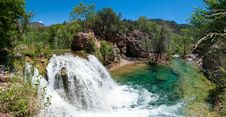 Free Waterfall Trail On Fossil Creek Stock Photos - 91755803