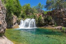 Free Waterfall Trail On Fossil Creek Royalty Free Stock Images - 91756419
