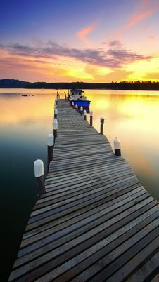 Free Boat Moored By Jetty At Sunset Royalty Free Stock Photography - 91759437